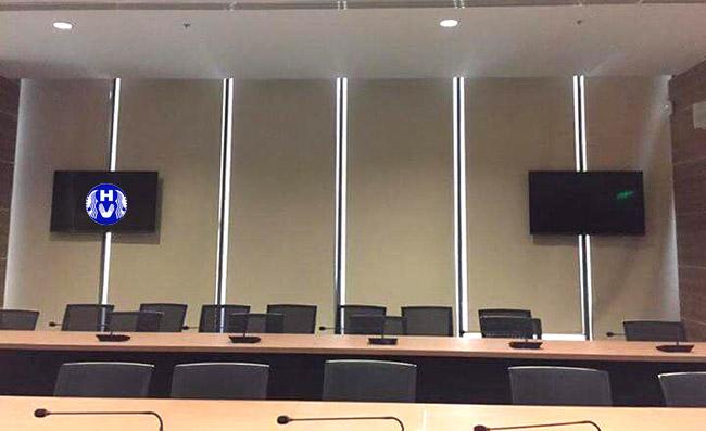 Rèm cuốn trơn cho các khung cửa lớn văn phòng là giải pháp hàng đầu