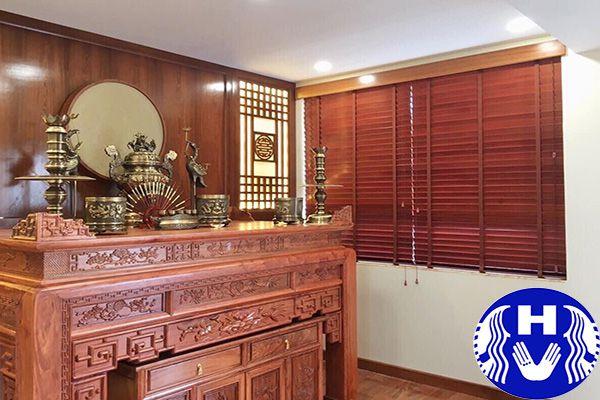 rèm gỗ cửa sổ thi công phòng thờ gia tiên ở Hà Nội