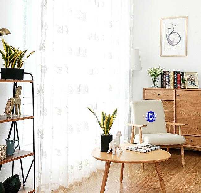 Rèm ngăn phòng với chất liệu mềm mại sẽ giúp ngăn tách không gian phòng khách với các phòng