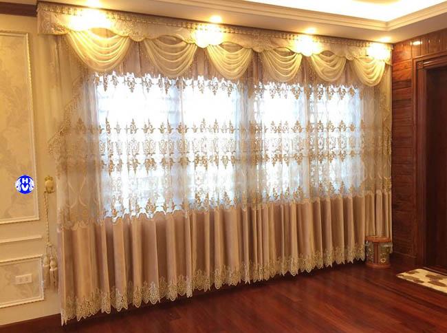 chọn mẫu rèm cửa phù hợp hài hòa với không gian bài trí càng làm tăng vẻ đẹp căn phòng