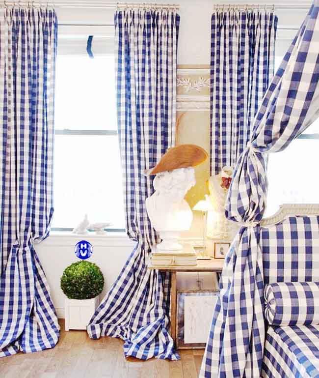 Mẫu rèm cửa caro đẹp nhất được rất nhiều khách hàng trẻ lựa chọn cho phòng ngủ