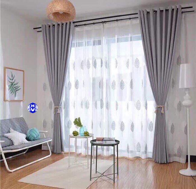 Từng họa tiết hoa văn toát lên từ bộ rèm cửa làm cho căn phòng thêm sức sống mới