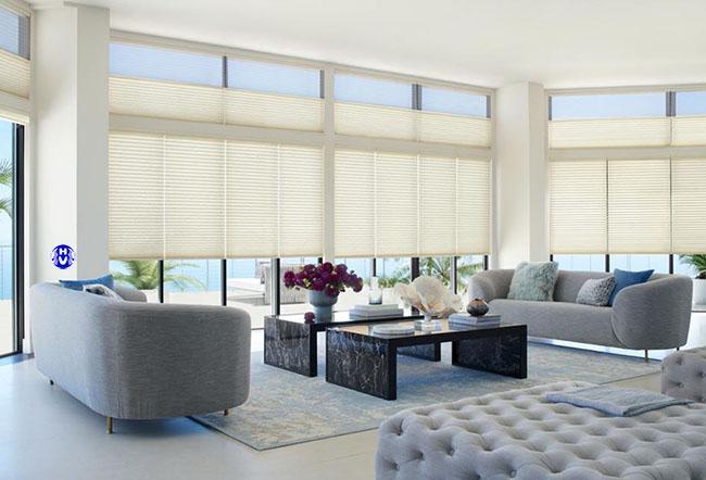 Công trình khách sạn sử dụng rèm cuốn che nắng cửa sổ bên Hải Vân