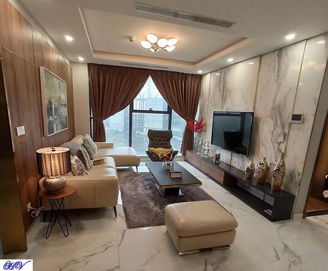 Góc nhìn phòng khách có chiều sâu về không gian được tạo lên từ mẫu rèm vải