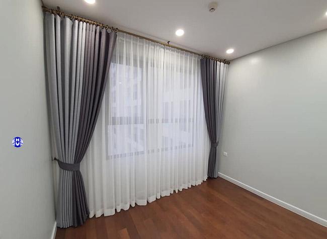 Mẫu rèm phối màu làm cho khung cửa không bị đơn điệu
