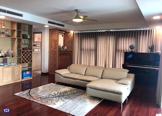 Mẫu rèm cửa 1 lớp cản nắng giúp phòng khách có được ánh sáng đủ dùng