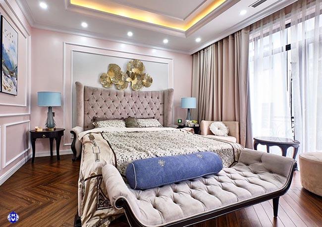Mẫu rèm cửa hồng nhạt tạo vòng tuần hoàn màu sắc cho căn phòng