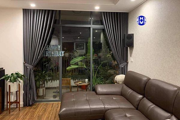 Mẫu rèm cửa tối màu cho phòng khách chung cư diện tích lớn