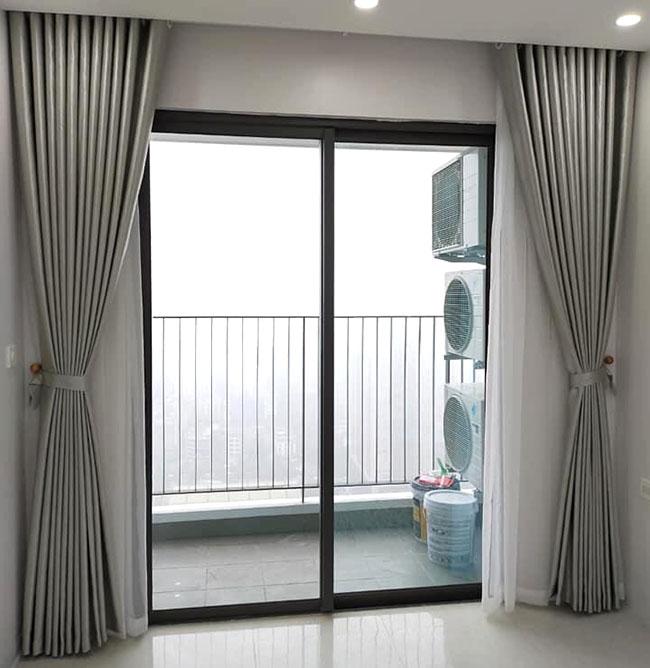 Mẫu rèm một lớp được rất nhiều chủ chung cư cao cấp thích bởi sự đơn giản