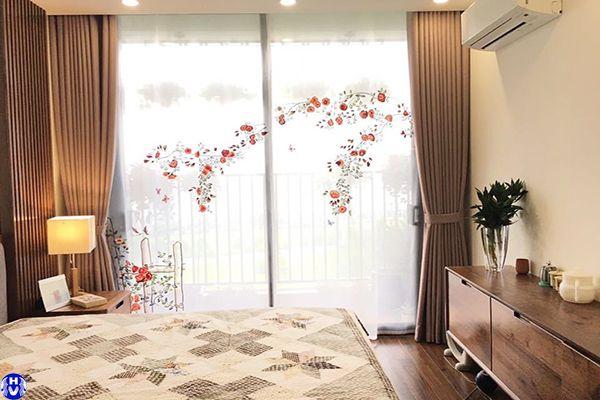 Mẫu rèm phòng ngủ chung cư 2 lớp che nắng hoa văn thêu đơn giản sang trọng