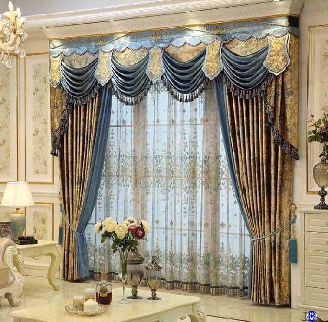 Mẫu rèm tân cổ điển luôn thể hiện được vị thế của gia chủ qua thiết kế tinh xảo