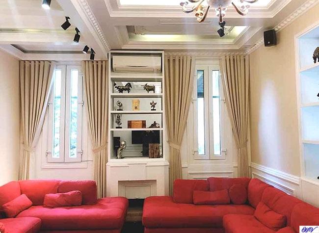 Mẫu rèm vải cửa sổ đảm bảo sự riêng tư phòng khách khi chúng ta trò chuyện