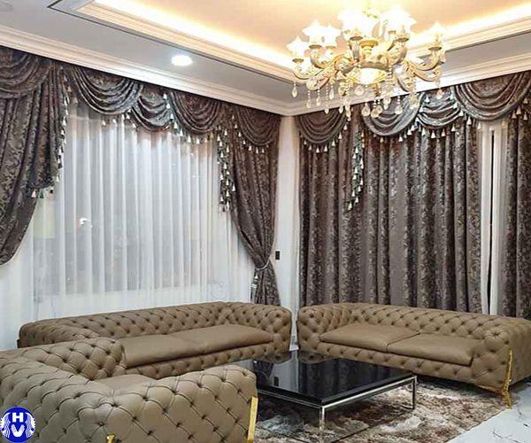 Mẫu rèm vải đẹp kết hợp hài hòa sofa nhập khẩu mang lại sang trọng phòng khách