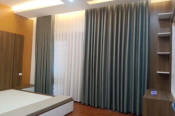 Mẫu rèm vải nhập khẩu phòng ngủ căn hộ chung cư cao cấp đóng mở bằng điều khiển