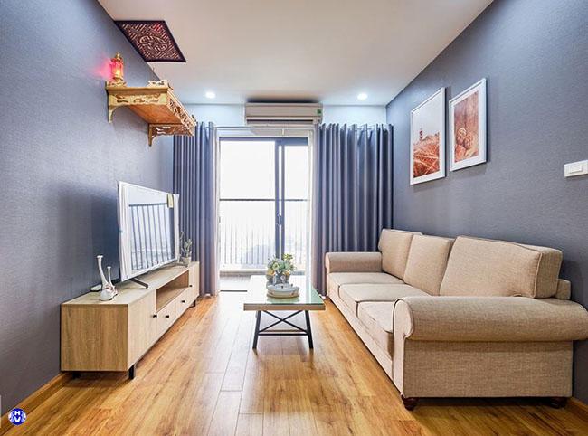 Màu sắc rèm cửa đồng bộ với sơn tường tạo sự đơn giản có chiều sâu cho căn phòng