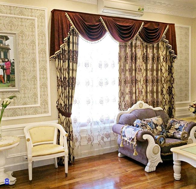 Màu sắc và thiết kế hài hòa rèm cửa với sofa toát lên vẻ đẹp sang trọng
