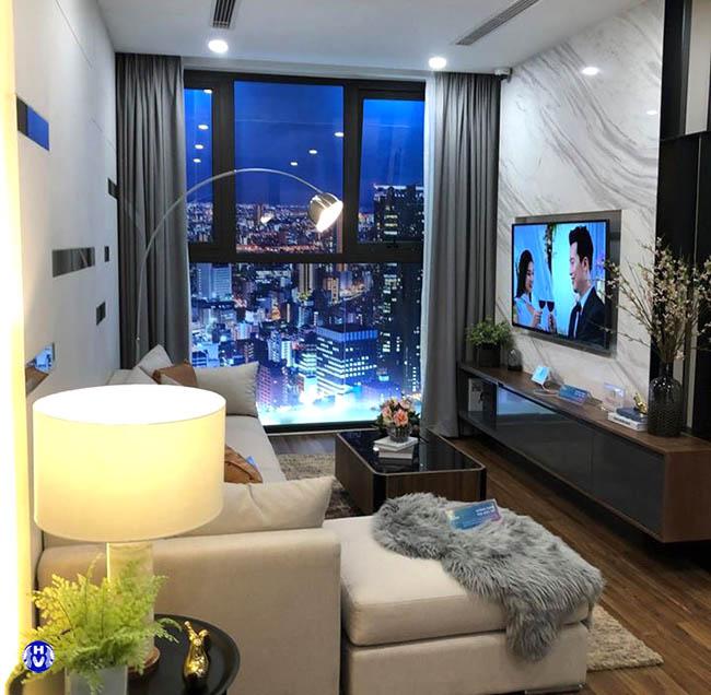 Màu xám từ rèm cửa sổ giúp căn phòng có chiều sâu từ mọi góc nhìn