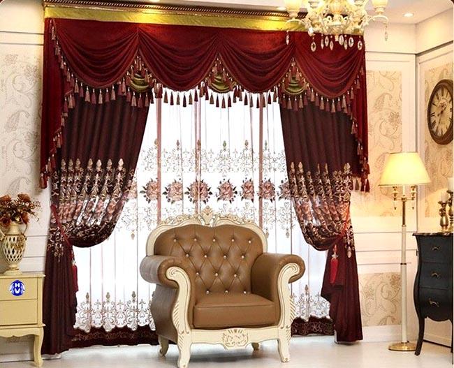 Những hoa văn tinh xảo luôn mang lại giá trị thẩm mỹ cho mẫu rèm cửa đẹp tân cổ điển