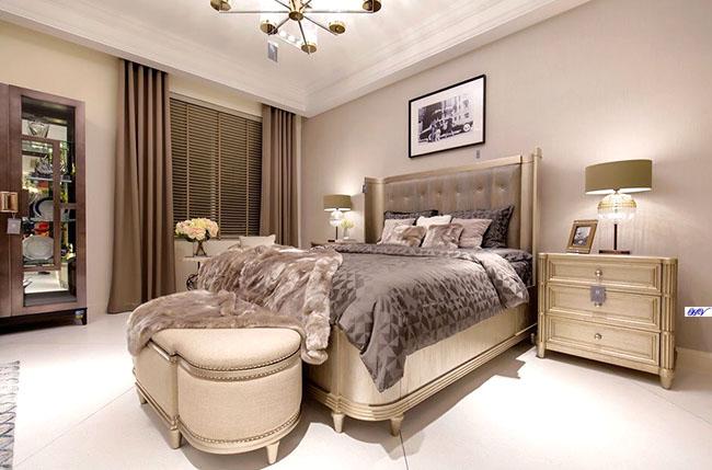 Phối màu rèm với giường ngủ tông xuyệt tông mang lại thu hút ấn tượng
