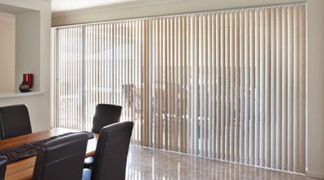 Phòng họp công ty sử dụng chủ yếu rèm dọc lá
