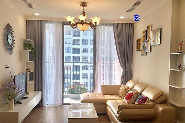 Rèm cửa lắp âm trần phòng khách chung cư giúp gia chủ tích kiệm không gian