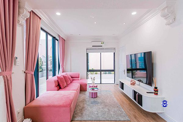 Rèm cửa màu hồng cửa ra vào biệt thự