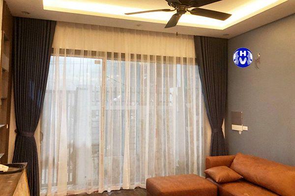 Rèm cửa phòng khách được kết hợp hài hòa màu sắc với nội thất