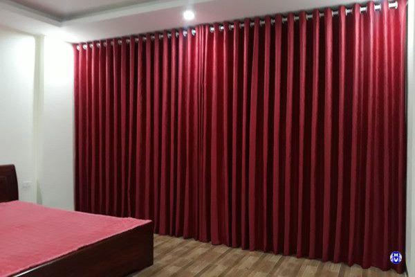 Rèm cửa sổ phòng ngủ đẹp tương đồng màu với ga giường