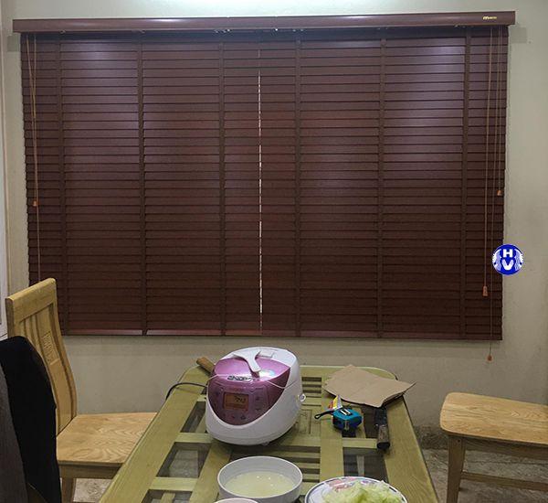 Rèm gỗ chống nắng cửa sổ phòng ăn gia đình