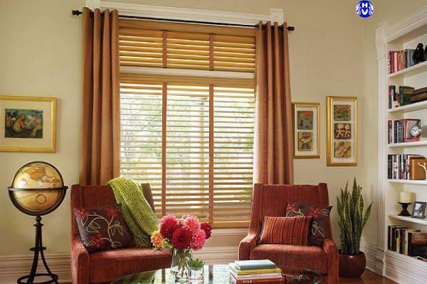 Rèm gỗ phòng khách chống nắng bền bỉ môi trường