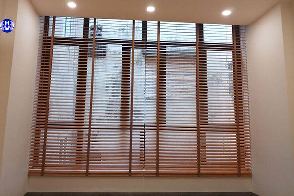 Rèm gỗ tự nhiên cửa sổ phòng ngủ biệt thự thân thiện con người