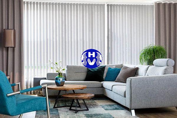 Rèm lá dọc chống nắng cửa sổ màu trắng phòng tiếp khách công ty