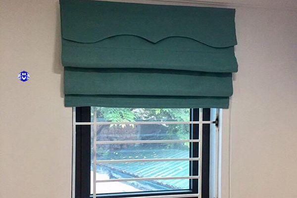 Rèm roman cửa sổ nhỏ phòng ngủ chung cư kéo tay