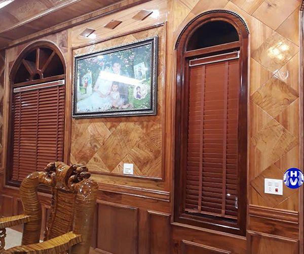Rèm sáo gỗ cao cấp lắp cửa sổ phòng khách biệt thự