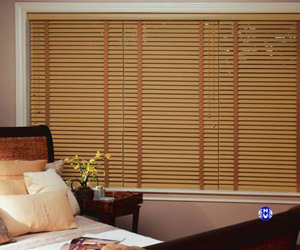 Rèm sáo gỗ lắp cửa sổ phòng ngủ chung cư được nhiều gia đình việt ưa chuộng