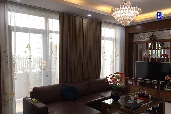Rèm vải chống nắng cửa sổ phòng khách bệt thự
