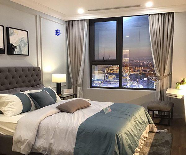 Rèm vải cửa sổ 1 lớp phòng ngủ chung cư giúp giảm cường độ ánh sáng
