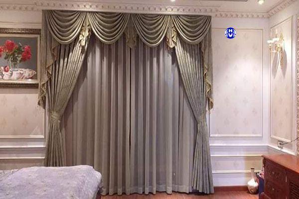 Rèm vải cửa sổ phòng ngủ chung cư theo phong cách nội thất tân cổ điển