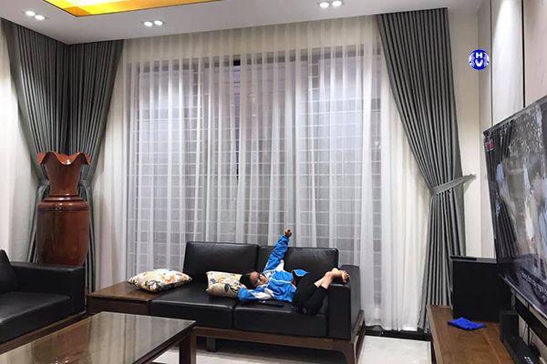 Rèm vải đẹp cho phòng khách chung cư hiện đại