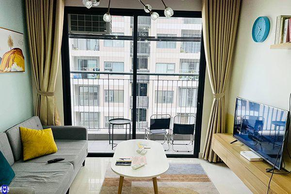 Rèm vải hiện đại tập trung vào màu sắc gây ấn tượng mạnh cho phòng khách