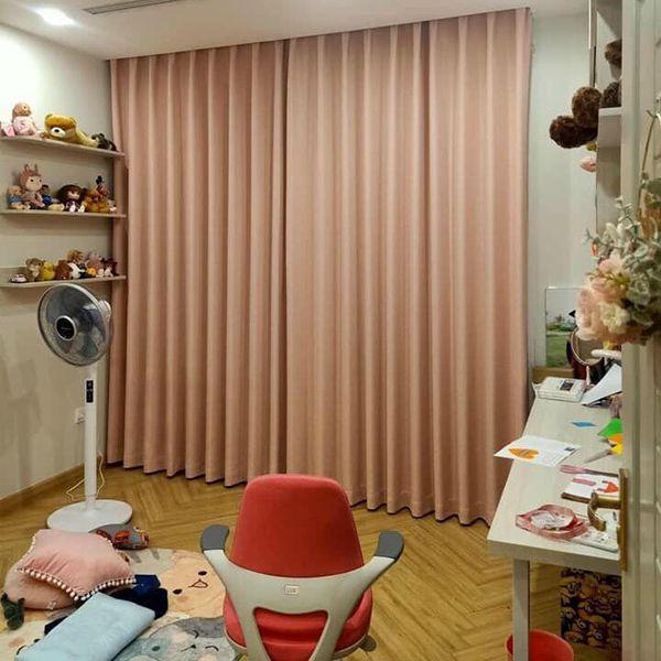Rèm vải màu hồng phòng ngủ dành cho trẻ em