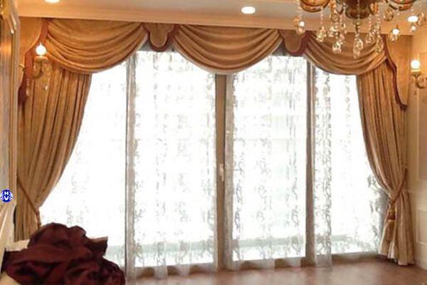 Rèm vải phòng khách chung cư thiết kế theo nội thất tân cổ điển