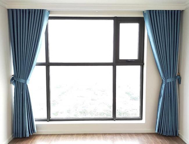 Sắc xanh nước biển giúp xua tan cảm giác oi bức mùa hè cho phòng khách