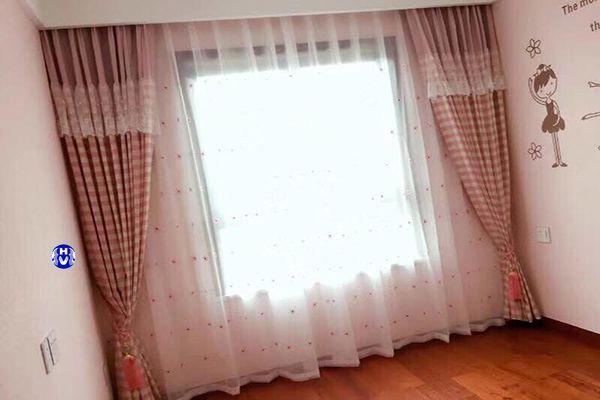 Bé gái sẽ rất thích những mẫu rèm yểu điệu như này trong phòng ngủ
