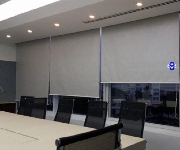 Lắp đặt rèm cuốn màu sắc trang nhã phòng họp công ty