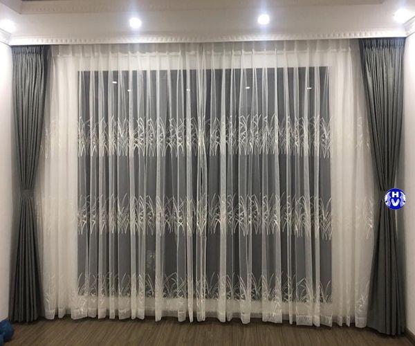 Mẫu rèm cửa màu trắng hoa văn thêu tay nhẹ nhàng phòng ngủ vợ chồng