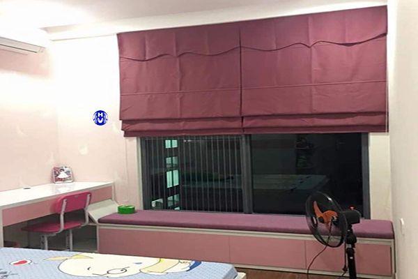 Mẫu rèm roman màu tím lắp cửa sổ phòng ngủ đẹp mắt
