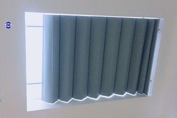 Mẫu rèm trần tự động giếng trời sử dụng linh hoạt