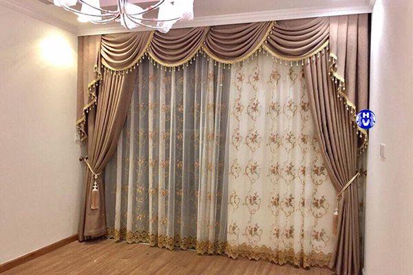 Mẫu rèm vải cửa sổ phòng ngủ thiết kế yếm sò tân cổ điển