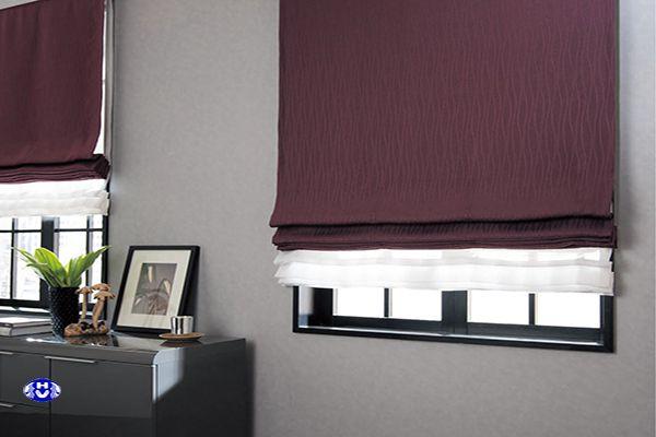 Mẫu rèm vải roman màu tím khá đẹp mắt